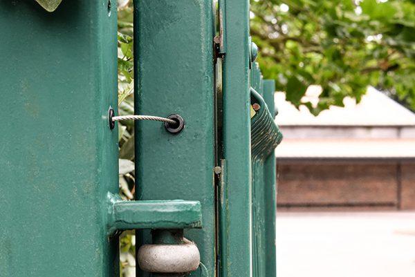 gate restrainer in gate